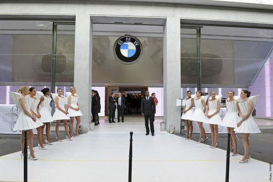 New-BMW-Brand-Store-opens-up-in-Paris-3.jpg