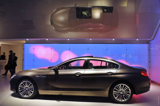 New-BMW-Brand-Store-opens-up-in-Paris-6.jpg