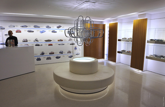 New-BMW-Brand-Store-opens-up-in-Paris-8.jpg