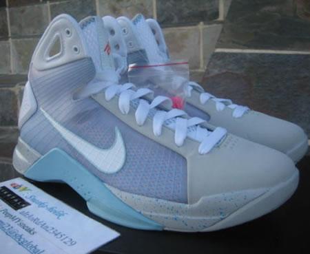 Nike_basketball_sneakers_2.jpg