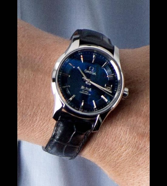 Omega-Hour-Vision-Blue-wristwatch-2.jpg