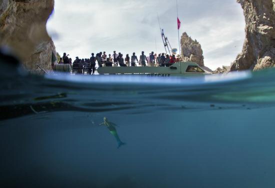 Omegas-Seamaster-Planet-Ocean-in-Capri-4.jpg