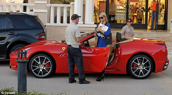 Paris-Hilton-new-Ferrari-red-4.jpg