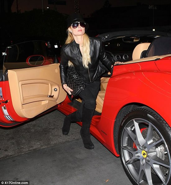 Paris-Hilton-new-Ferrari-red-5.jpg