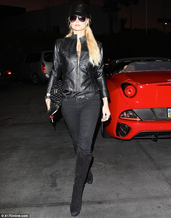 Paris-Hilton-new-Ferrari-red-6.jpg