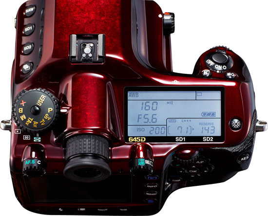 Pentax-limited-edition-645D-DSLR4.jpg