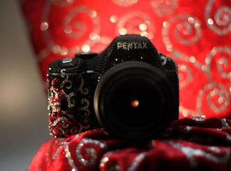 Pentax_K-m_DSLR_2.jpg