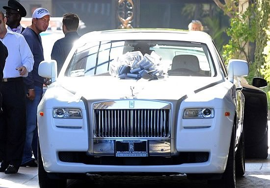 Petra-Ecclestone-surprised-by-beautiful-Rolls-Royce-2.jpg