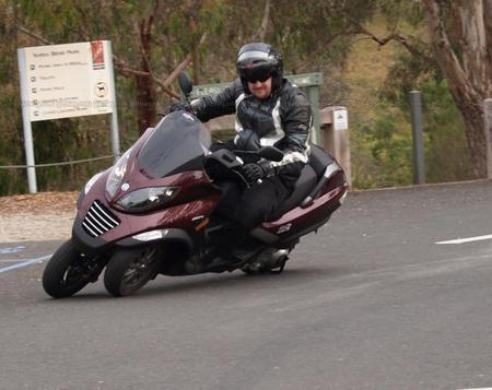 Piaggio_MP3_scooter_11.jpg