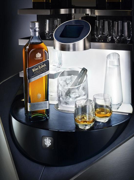 Private-Bar-By-Porsche-Design-For-Johnnie-Walker-Blue-Label-4.jpg