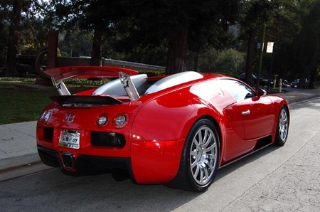 Red_Bugatti_Veyron_2.jpg