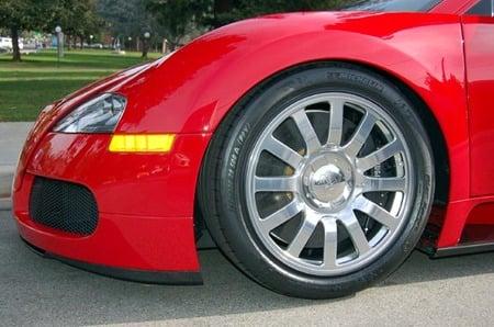 Red_Bugatti_Veyron_3.jpg