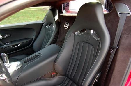 Red_Bugatti_Veyron_5.jpg