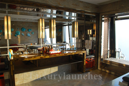 Ritz-carlton-hong-kong-presidential-suite-bathroom.jpg