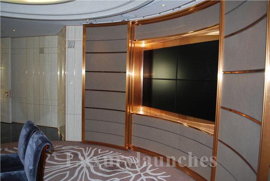 Ritz-carlton-hong-kong-presidential-suite-office_2.jpg