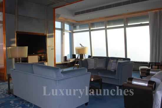Ritz-carlton-hong-kong-presidential-suite-study.jpg