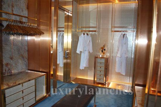 Ritz-carlton-hong-kong-presidential-suite-wardrobe.jpg