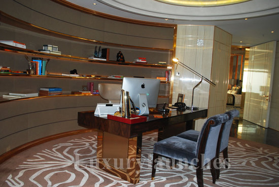 Ritz-carlton-hong-kong-presidential-suite_office_1.jpg