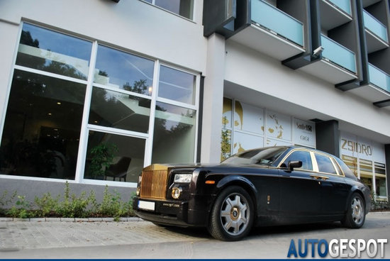 Rolls-Royce-Phantom-Gold-2.jpg