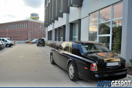 Rolls-Royce-Phantom-Gold-3.jpg