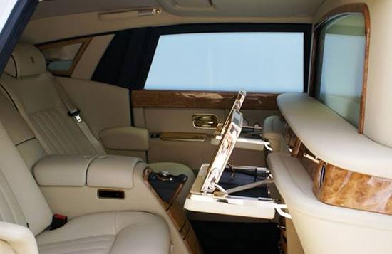 Rolls-Royce-Phantom-Solid-Gold-2.jpg
