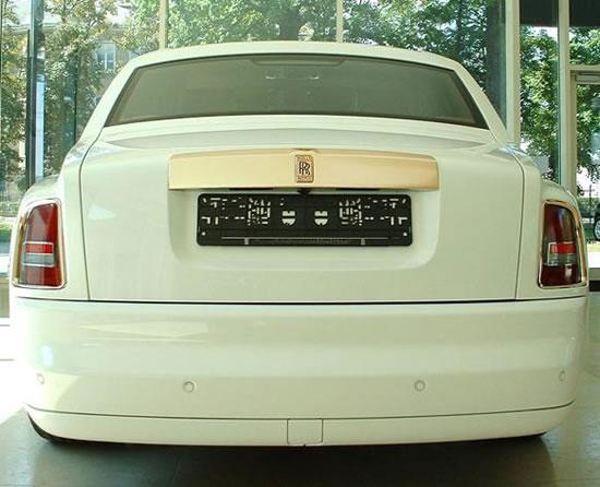 Rolls-Royce-Phantom-Solid-Gold-3.jpg