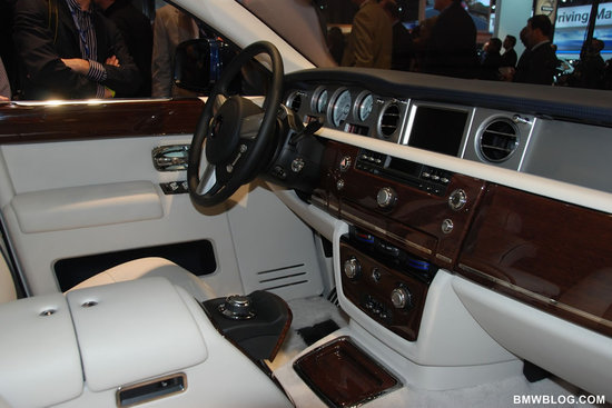 Rolls-Royce-Phantom-Spirit-of-Ecstasy-Edition-3.jpg