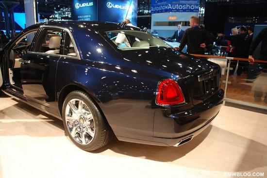 Rolls-Royce-Phantom-Spirit-of-Ecstasy-Edition-5.jpg