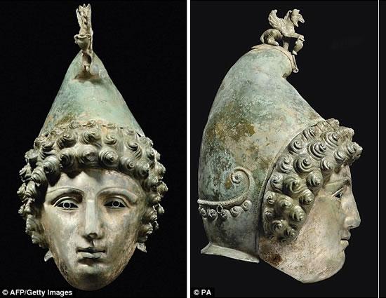 Roman-bronze-helmet-2.jpg