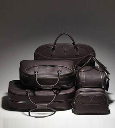 Salvatore_Ferragamo_luggage_set_2.jpg