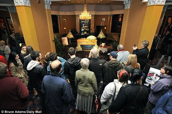 Sir-Jimmy-Savile-funeral-Gold-coffin-4.jpg