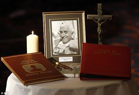 Sir-Jimmy-Savile-funeral-Gold-coffin-6.jpg