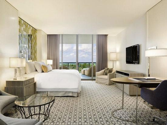 St_Regis_Bal_Harbour_Resort_guestroom_1.jpg