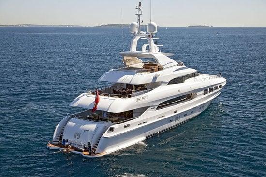Superyacht-Mondomarine-Manifiq-2.jpg