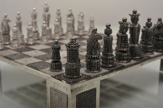 Swarovski-encrusted-chess-set-2.jpg