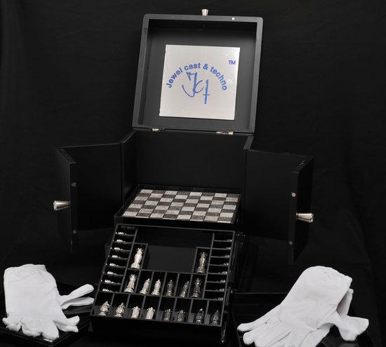 Swarovski-encrusted-chess-set-4.jpg