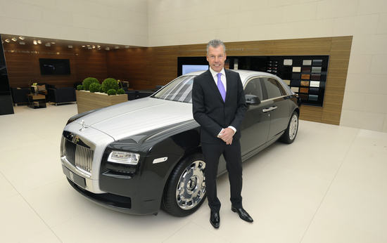 Two-tone-Rolls-Royce-Ghost-bespoke-models-unveiled-at3.jpg
