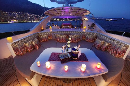 Uber-luxurious-Motor-Yacht-Satori-10.jpg