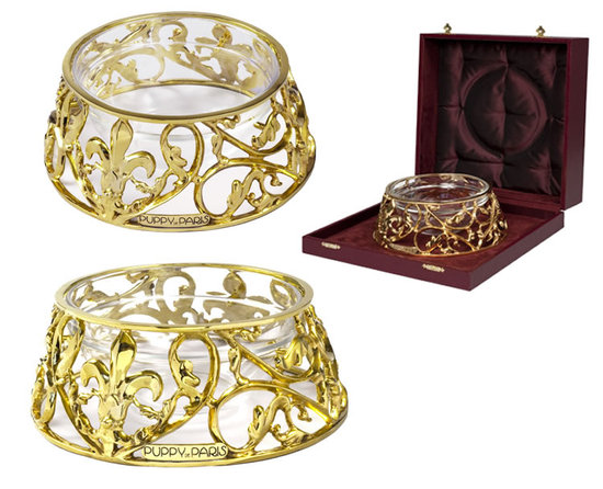 Vasco-poses-with-a-gold-dipped-bronze-bowl2.jpg