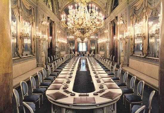 Versace-Home-and-Italian-furniture-5.jpg