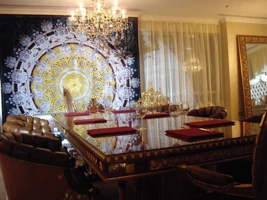 Versace-Home-and-Italian-furniture-7.jpg