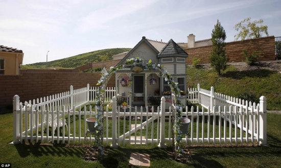 Victorian-doggie-mansion4.jpg