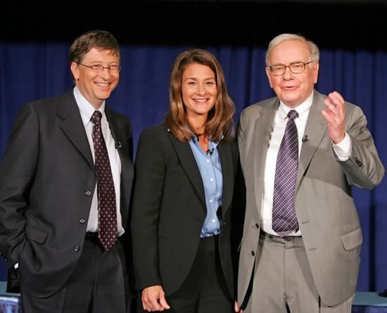 http://www.luxurylaunches.com/wp-content/uploads/2012/12/Warren-Buffett-with-Bill-and-Melinda-Gates.jpg