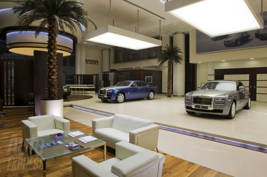 World's-largest-Rolls-Royce-showroom-2.jpg