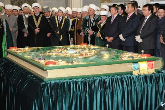 World Largest Quran 1 - Largest Quran Pak