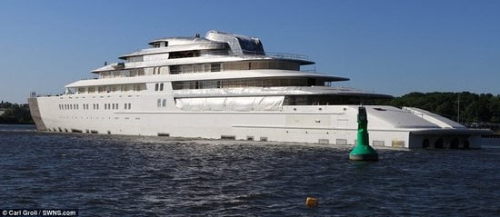 Worlds-biggest-yacht-2.jpg