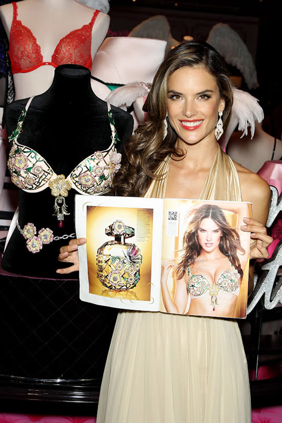 alessandra-christmas-dreams-fantasies-victorias-secret.jpeg