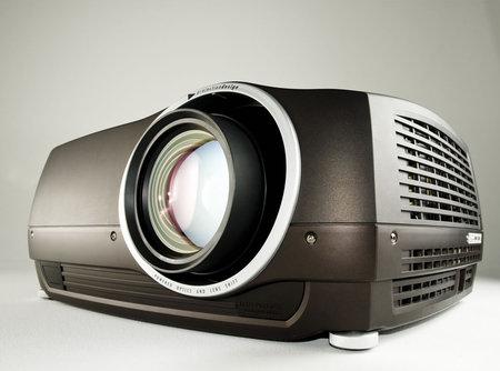 avielo_kroma_LED_projector2.jpg