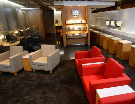 cathay_pacific_lavish_airport_lounges2.jpg