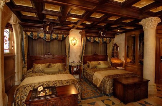 Tom and Suri Cruise win a night at the Cinderella Castle Suite in Walt Disney World